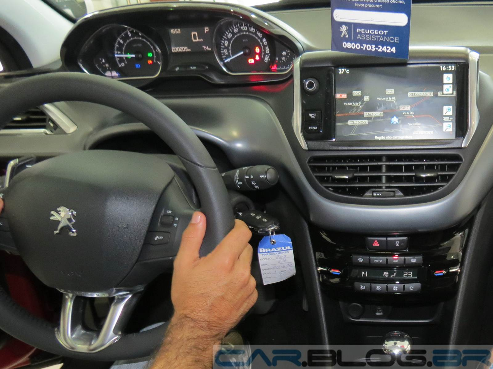 Coluna alta roda volta por cima novo peugeot 208 car for Peugeot 208 interior 2017