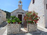 Crkvica sv. Lucija, Pučišća, otok Brač slike
