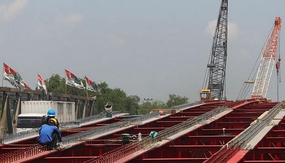 Jembatan Kolonel Sunandar C Gagal Tersambung Karena Stok Baut Habis