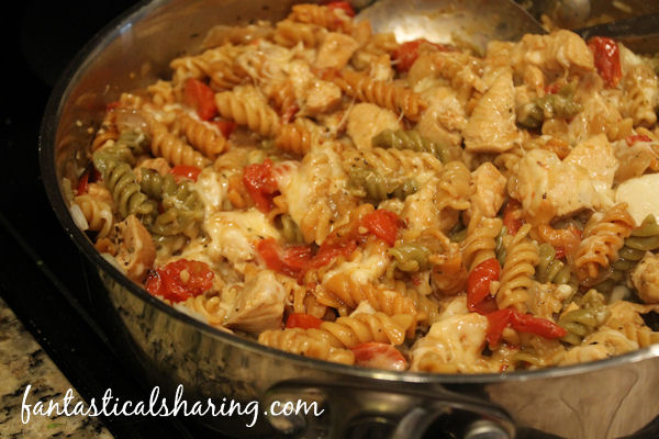 One Pan Spicy Lemon Chicken with Tomatoes | Lemon, chicken, tomato, and pasta make this one pan dish incredible #recipe #chicken #pasta #SundaySupper