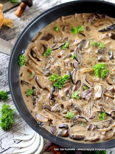 sos grzybowy, grzyby lesne, swieze grzyby, grzybobranie, domowe jedzenie, prosty sos, sos do makaronu, sos borowikowy, podgrzybki, borowiki