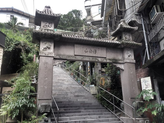 Muzha Zhinan Temple - thousands of steps on the mountain trail,legs are still not broken