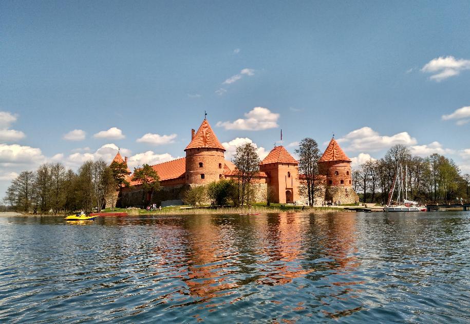 Matrimonio In Lituania : Visita al castillo de trakai desde vilna la joya medieval