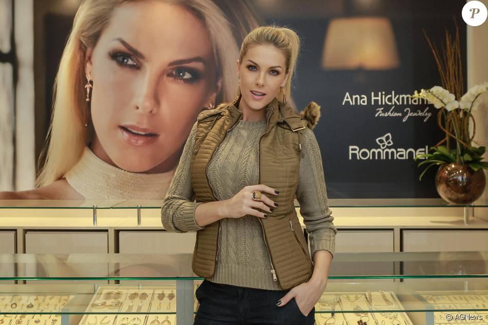 Algumas semanas depois de sofrer um atentado, durante uma viagem para Belo  Horizonte, Ana Hickmann voltou a marcar presença em eventos. 35bbf48d59