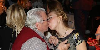 Κώστας Βουτσάς: «Είμαι 88 χρόνων, το σ*ξ είναι νούμερο ένα σε μια σχέση»