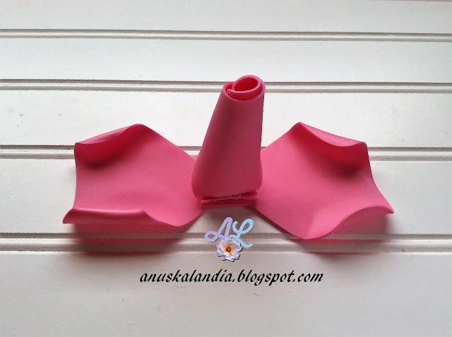 Rosa-gigante-en-goma-eva-o-foamy-15-pegar-Anuskalandia