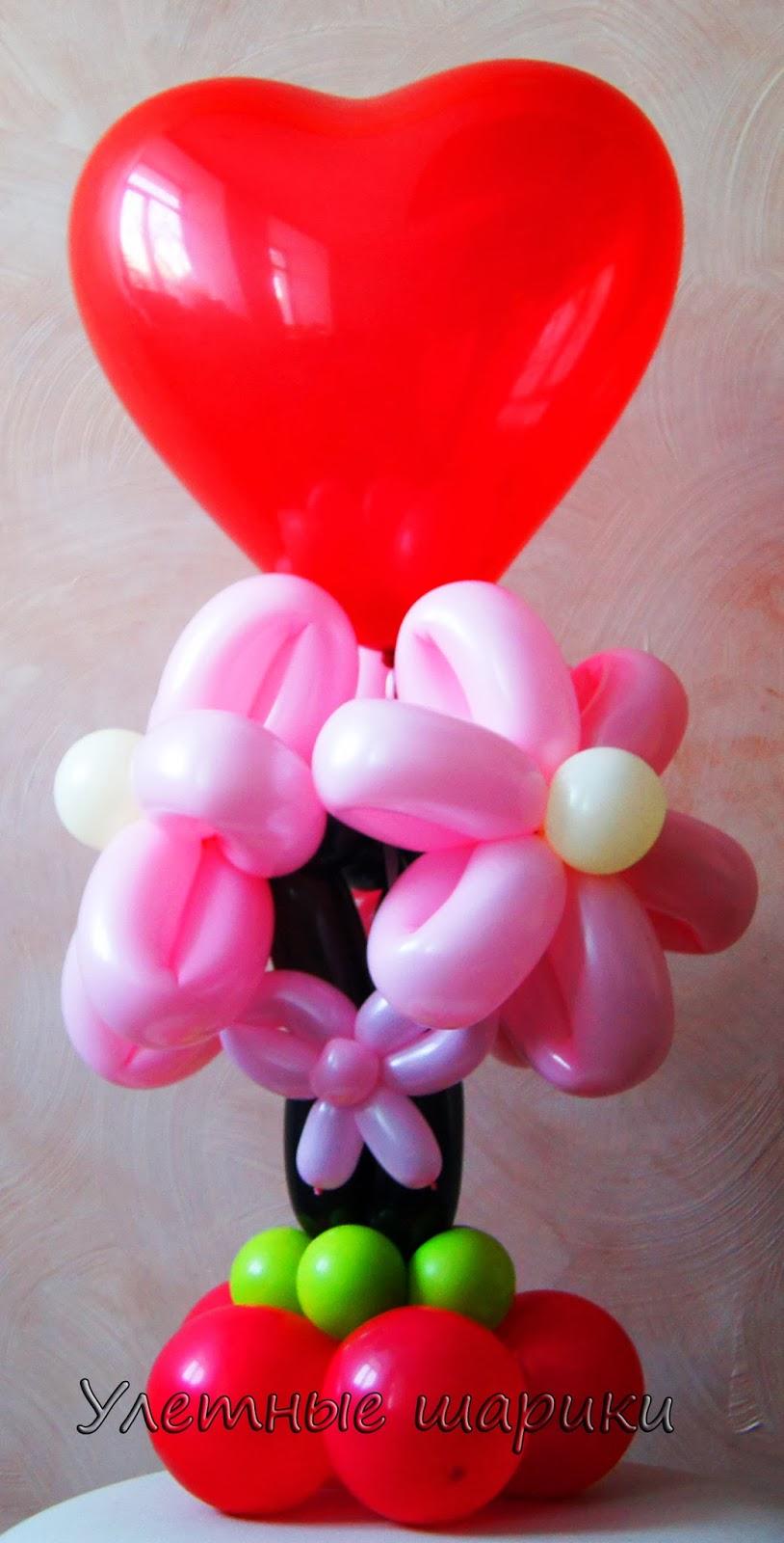 Настольная композиция с цветами   из воздушных шариков