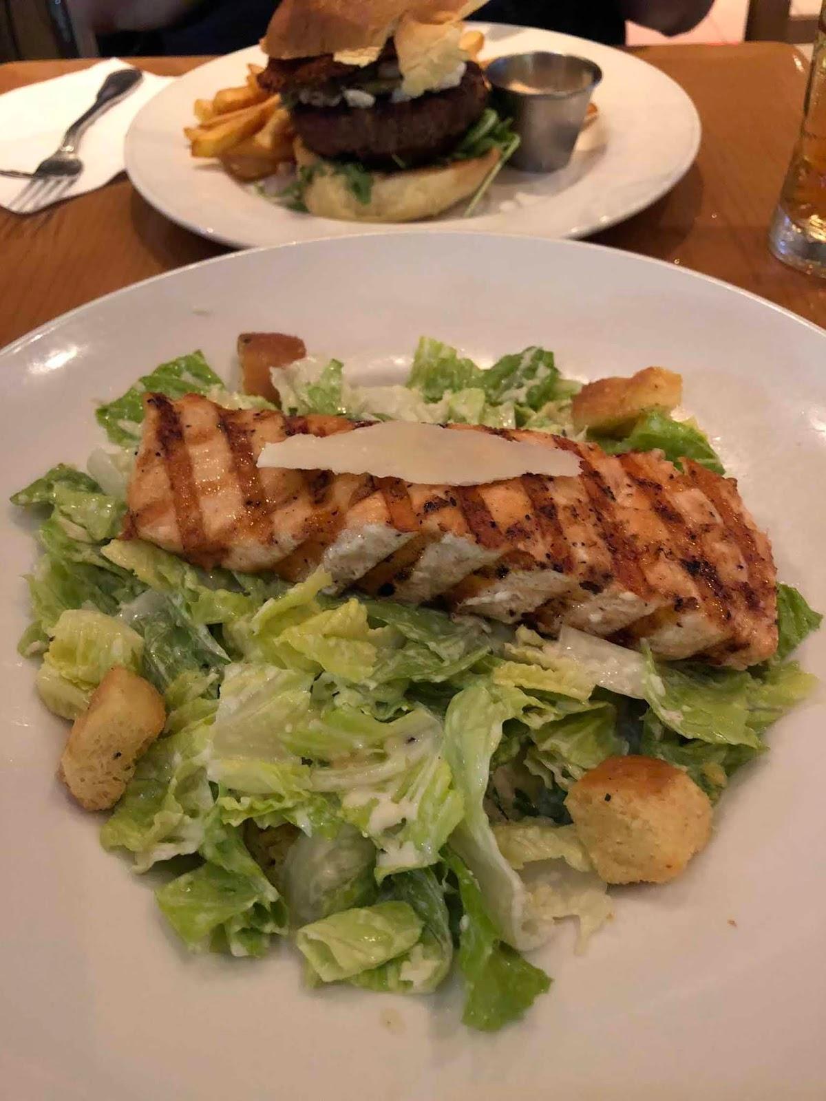 Ceasar-salaatti lohella