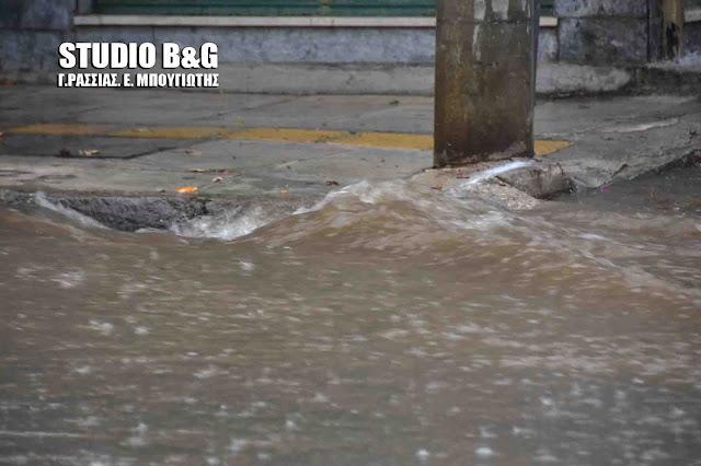 Ισχυρή καταιγίδα στο Ναύπλιο - Δρόμοι μετατράπηκαν σε ποτάμια (βίντεο)