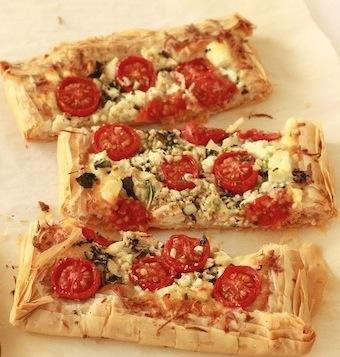 Flaky Tomato & Cheese Tart recipe by SeasonWithSpice.com
