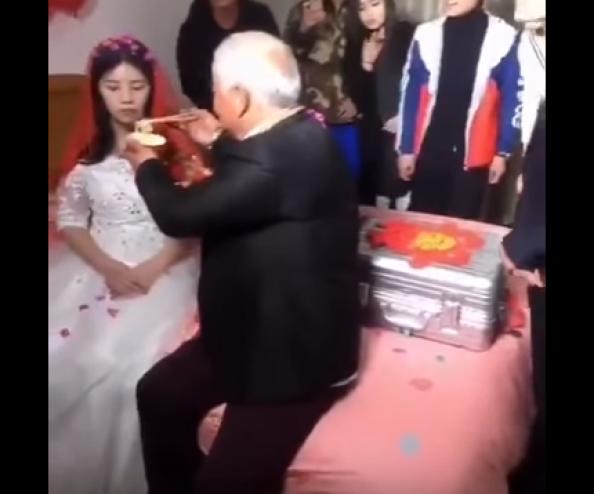 ليلة زفاف شابة من عجوز تتحول من حزن لفرح شاهد ماذا حصل