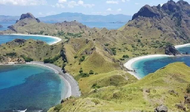 11. Pulau Komodo - Nusa Tenggara Timur