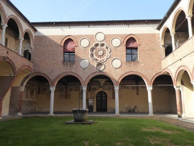 il patio affrescato di casa Romei