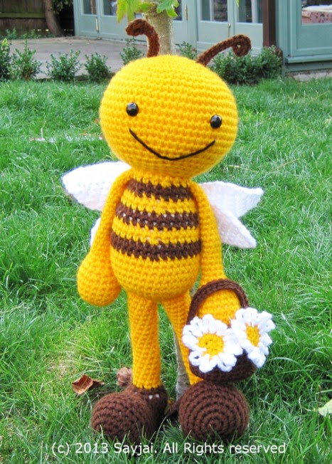 Amigurumi Basic Doll Pattern : Happy Bee with Flower Basket Amigurumi Crochet Pattern ...