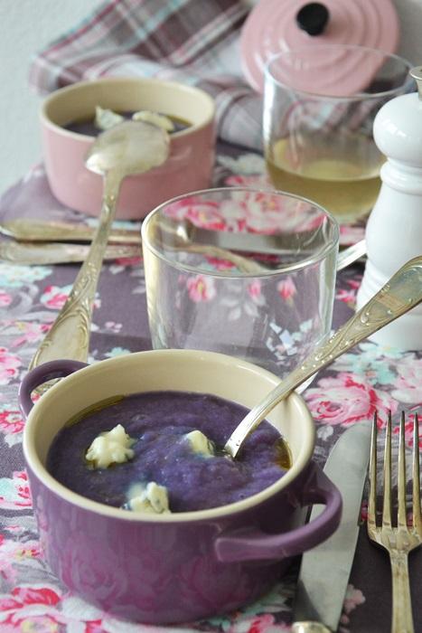 vellutata di cavolo viola al gorgonzola