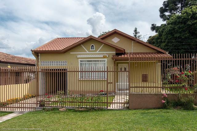 Casa com capelinha no Pilarzinho