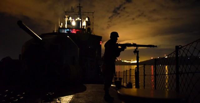 Τουρκικό σκάφος έστρεψε τα όπλα του κατά Ελληνικού στις Οινούσσες