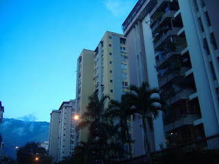 """Muy cordialmente, se despide de Usted,    Milagros Fernández Gerencia de Negocios    Asesor de Inversión-Inmobiliario Certificado  Telf. 0212.4223247 - 04123605721 - 04165756318  Es un gran placer, que nos sigan por: twitter: https://twitter.com/mfdineros instagram:https://www.instagram.com/mfdinero/ Facebook: https://www.facebook.com/mfdinero Google+: Apartamentoscasasterrenosoficinas  Teléfono: + 58 0212.4223247/ 04123605721 / 0416 5 756318  Dirección: Junquito Luis Hurtado, Av. Venezuela Quinta La Montaña  Busca el BIEN PARA TODOS   Mi Mansión sera la casa del señor por largo, largo tiempo -  Salmo 23   Atentamente, Milagros Fernández  Telf. 0412.3.60.57.21 0212.422 32 47                                           """" Dios te bendiga"""""""