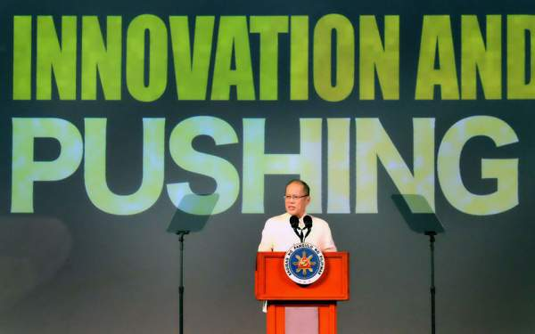 Image: President Aquino at the APEC SME Summit