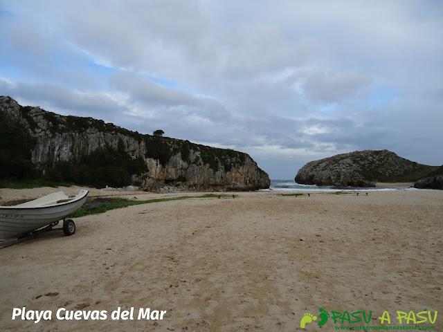 Playa de Cuevas del Mar, Llanes