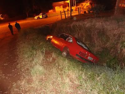 Motorista embriagado, perdeu o controle da direção e caiu em um valo