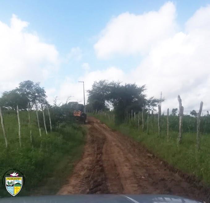 SÃO JOSÉ DOS RAMOS: Prefeitura realiza manutenção de estradas do município.