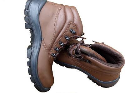 Safety Shoes Kulit yang Asli dengan yang Palsu Bisa Anda Bedakan dengan Cara Ini