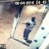 [VÍDEO]Bandido tem dificuldade de manusear ak47 durante assalto a banco em Irará - Bahia