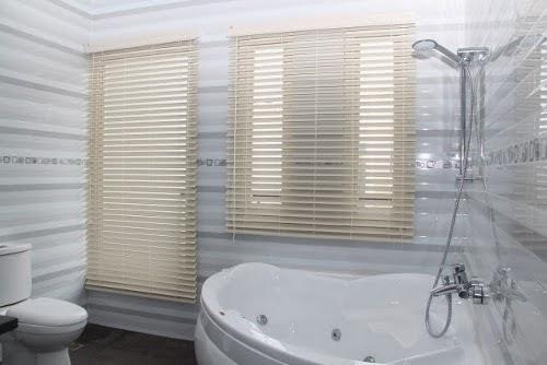 UV Blinds kamar mandi