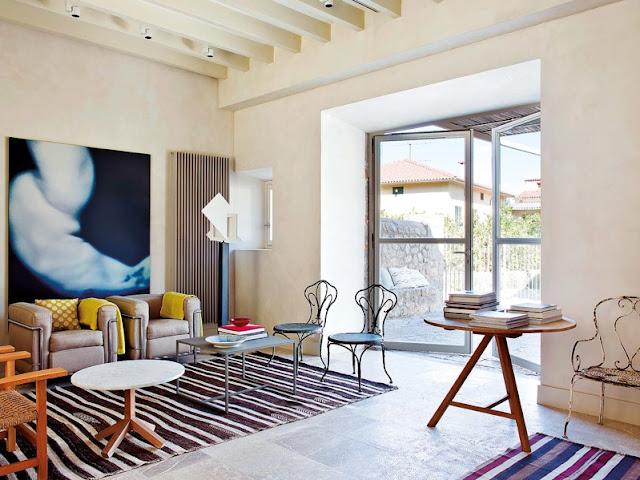 Fusión rural, rehabilitando un viejo establo chicanddecoobras de arte de gran formato decorando el salon
