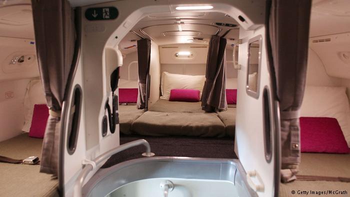 Yuk Intip 'Ruangan Rahasia' Pramugari di Pesawat, Ternyata Tempatnya ......