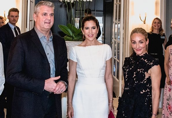 Crown princess Mary wore David Andersen dress and she wore Sergio Rossi Zani pumps and carried Carlend Copenhagen clutch at fashion dinner