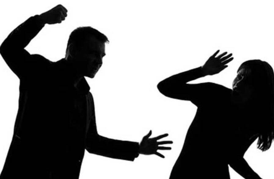 Seorang Suami Terpaksa Dikenakan Sanksi Adat Usai Memukul Istrinya