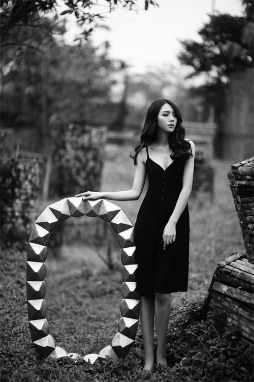 Chân dài 9X đẹp dịu dàng trong bộ ảnh nội y lạ mắt - 5