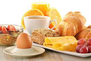 """<img src=""""desayuno-balanceado.jpg"""" alt=""""desayunar de forma abundante, ayuda a controlar el hambre"""">"""