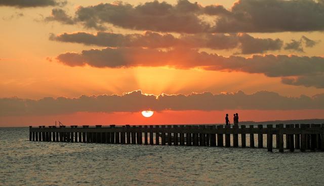 Keindahan sunset pulau hoga wakatobi