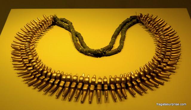 Colar pré-colombiano de ouro no Museu do Ouro de Bogotá