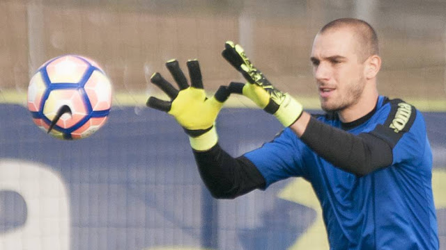 Pau Lopez could be announced today