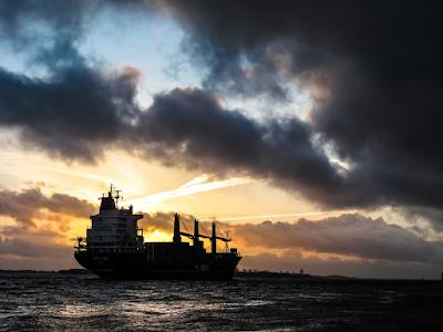 kapal pelayaran kelautan