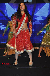 Bollywood Actress Model Sunny Leone Dance Performance in Red Half Saree at Rogue Audio Launch 13 March 2017  0019.jpg