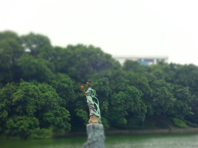 Estatua en el lago del gran horno nanfeng en Foshan