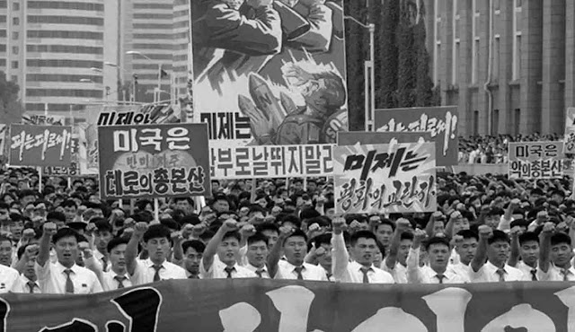 "Tens of thousands of men and women raised their fists in the air and shouted ""Opposite!"" While carrying boards containing anti-American propaganda slogans at Kim Il Sung Square on Sunday (25/6) in Pyongyang, North Korea — warning one year the start of the Korean War. In North Korea, that day is called the ""day of struggle against US imperialism"