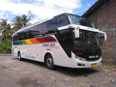 Bus sinar jaya memakai HINO RN 285