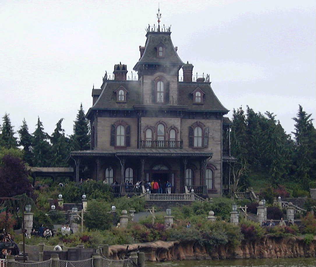 Disney Avenue: Around The World Tour Of Disney's Haunted