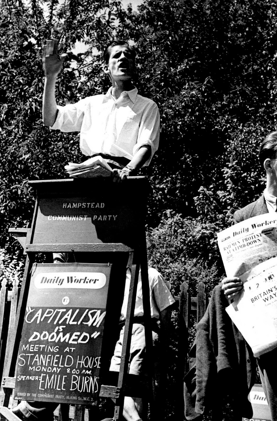 A member of the Hampstead Communist Party addresses a rally. 1952.