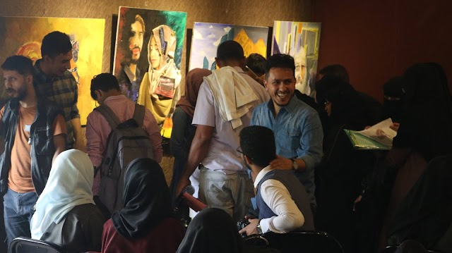 رؤى مختلفة  12 لوحة فنية لقضايا مجتمعية