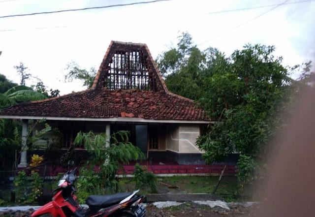 Puting Beliung Menerjang Desa Bringinwareng Winong Pati, Puluhan Rumah Rusak Berat8