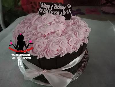 Kue Tart Coklat Topping Buttercream bunga hias mutiara