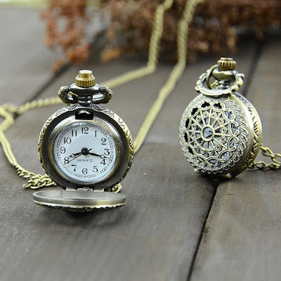 Vintage Bronze Steampunk Quartz Necklace Pendant Chain Clock Pocket Watch Spider Web Hollow