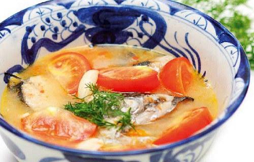 Canh cá thu nấu mẻ